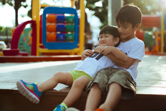 fremhævede billede 4 Tips om genbrugs shopping af børnetøj Stop med at gætte – Vælg et fit eller to - 4 Tips om genbrugs-shopping af børnetøj