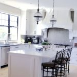 post billede 5 Billige gør det selv projekter som får familiens hus til at se moderigtigt ud Giv køkkenskabene en opdatering 150x150 - fremhævede-billede--5-Billige-gør-det-selv-projekter-som-får-familiens-hus-til-at-se-moderigtigt-ud