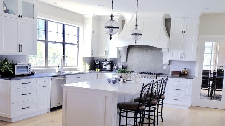 post billede 5 Billige gør det selv projekter som får familiens hus til at se moderigtigt ud Giv køkkenskabene en opdatering - 5 Billige gør-det-selv-projekter som får familiens hus til at se moderigtigt ud