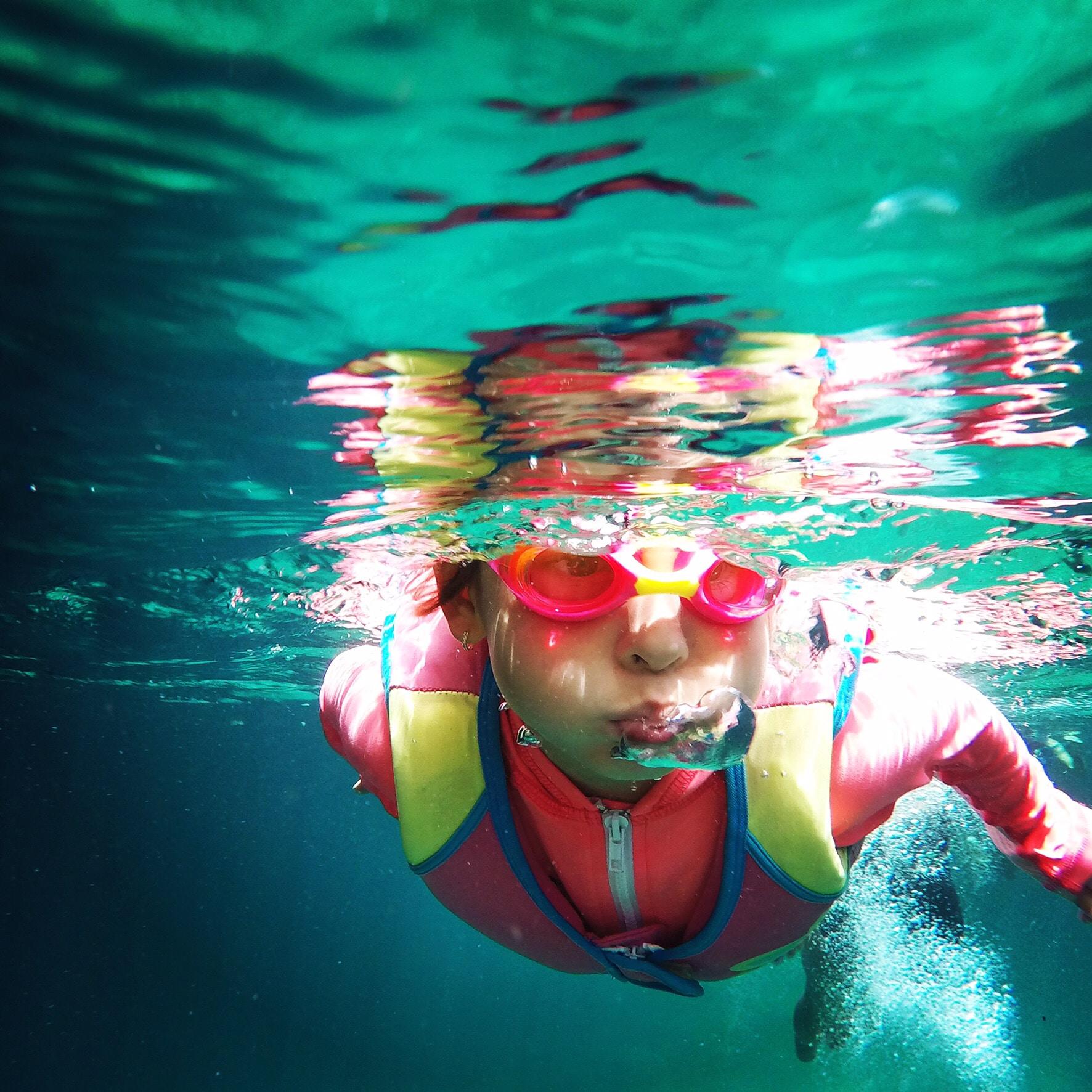 guillermo diaz mier y teran UrsIDtdBDVQ unsplash - Hvordan vælger jeg de rigtige svømmebriller til mit barn?