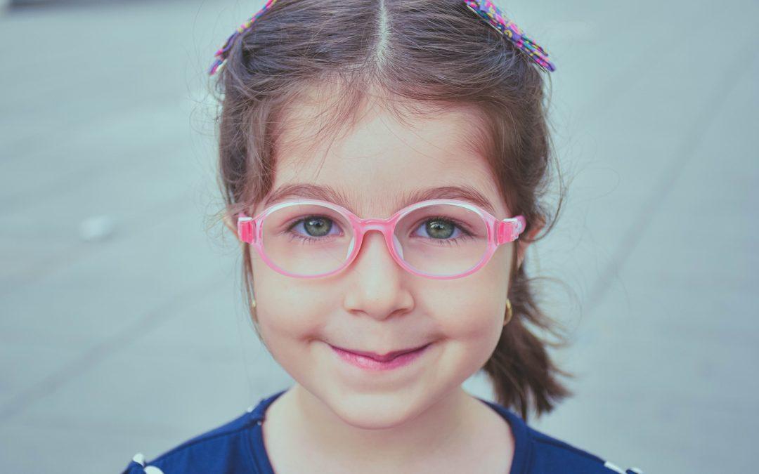 Børn og syn – skal mit barn have briller?